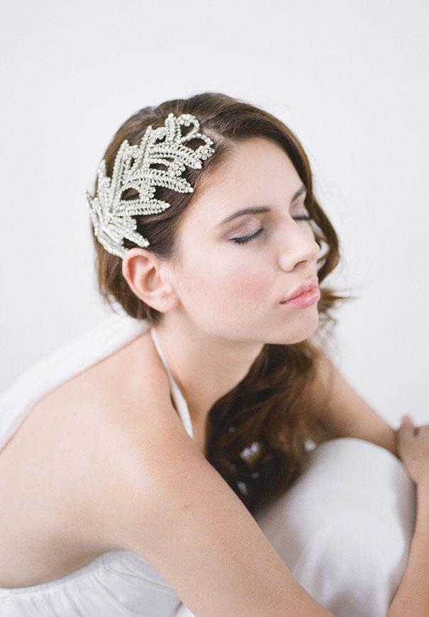 bridal-hair-accessories-veil-robe-lace-gold-pearl7