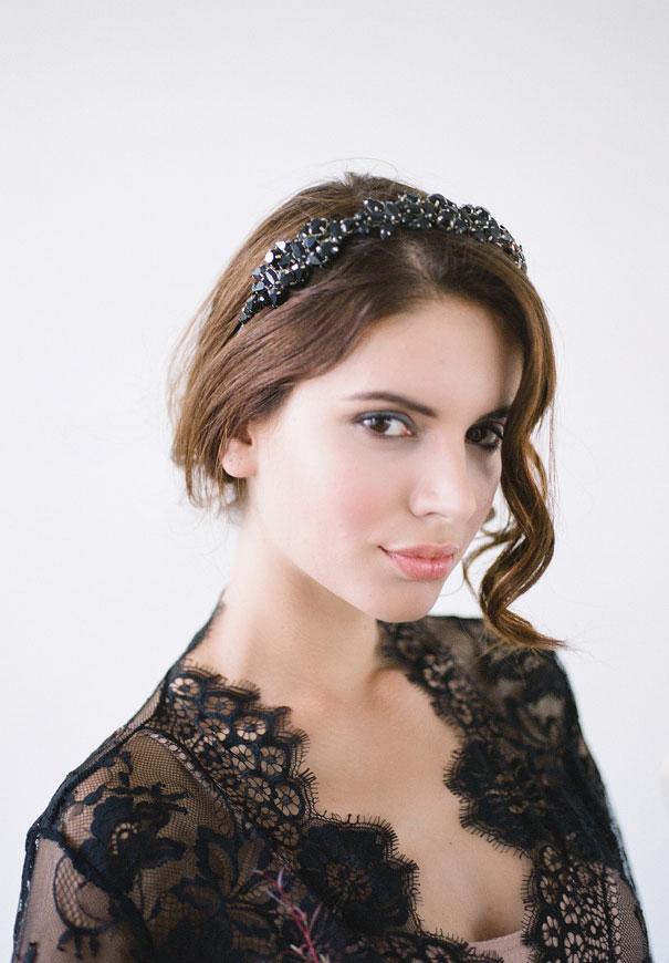 bridal-hair-accessories-veil-robe-lace-gold-pearl8