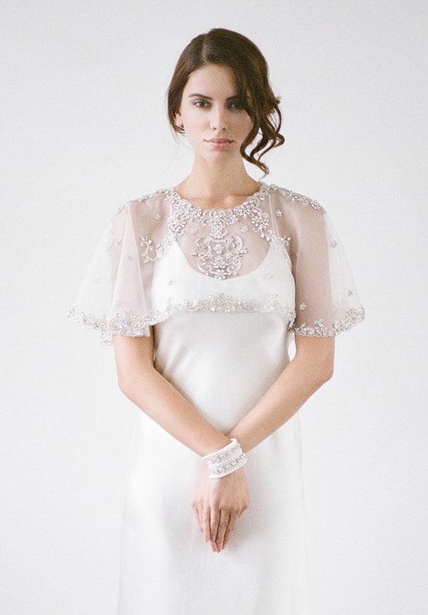 bridal-hair-accessories-veil-robe-lace-gold-pearl9
