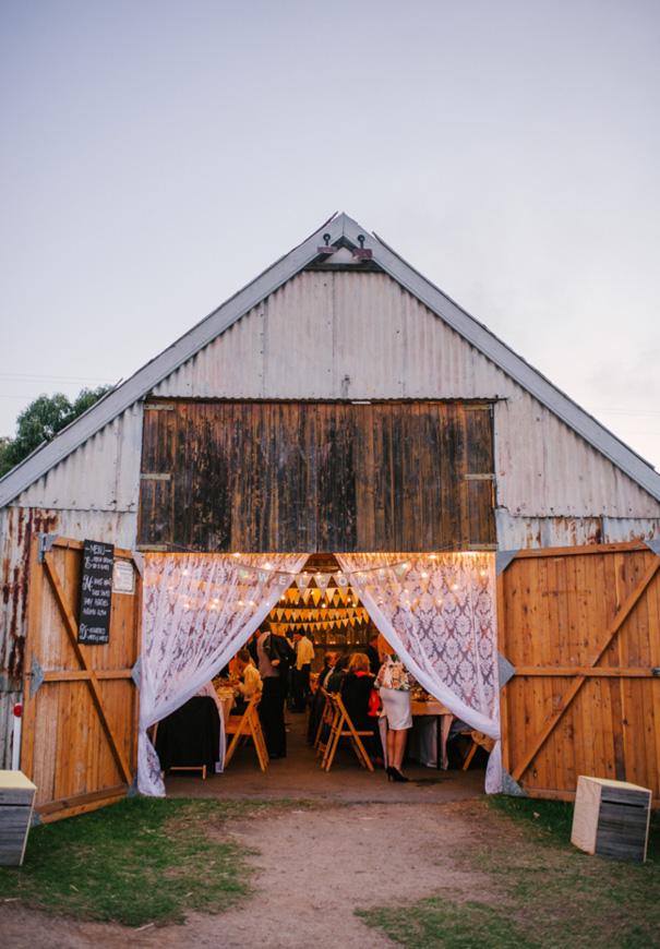 VIC-barn-country-yellow-wedding95
