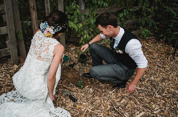 backyard-wedding-wild-daisies-purple-yellow8