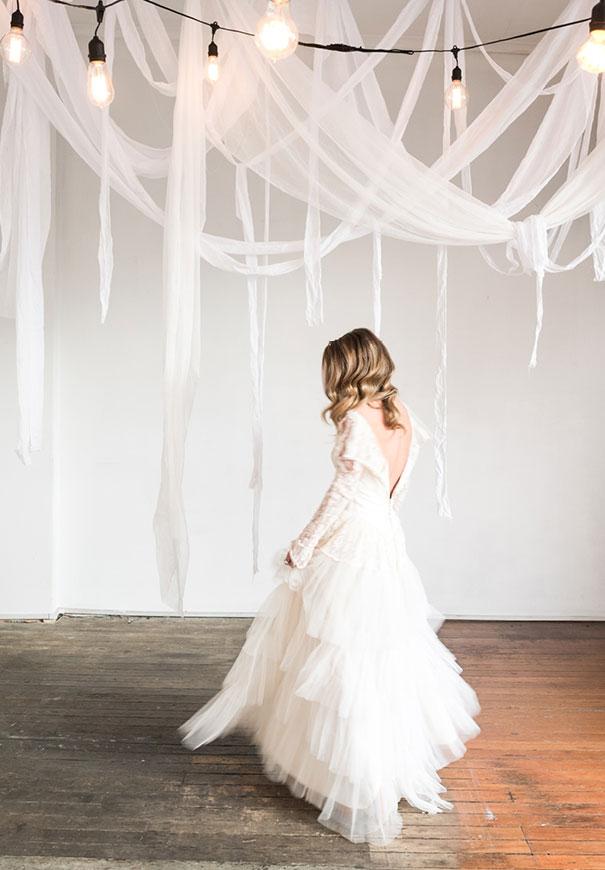 romantic-white-elegant-bride-wedding-lighting8