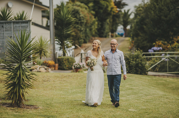 rue-de-seine-danelle-bohane-new-zealand-backyard-wedding-inspiration-daisies9