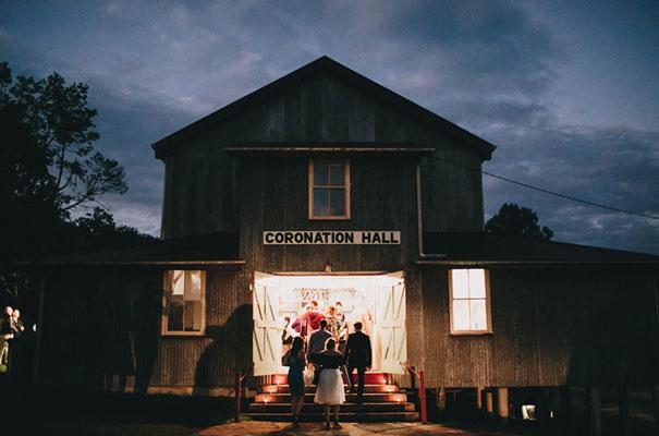 rue-de-seine-luke-going-barn-country-wedding37