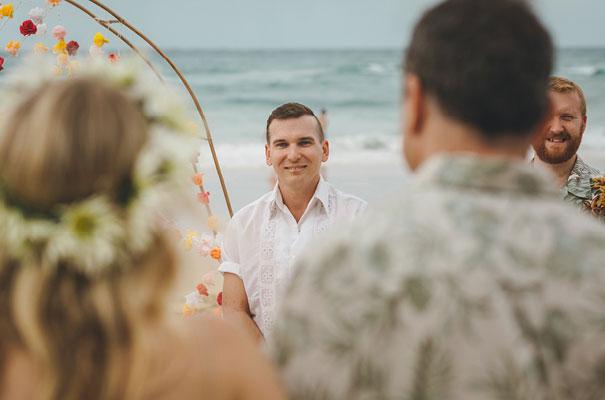 stradbroke-island-teeki-style-beach-coastal-barefoot-bride-wedding10