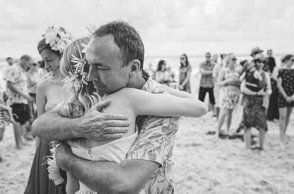 stradbroke-island-teeki-style-beach-coastal-barefoot-bride-wedding14