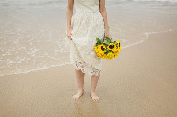 stradbroke-island-teeki-style-beach-coastal-barefoot-bride-wedding16
