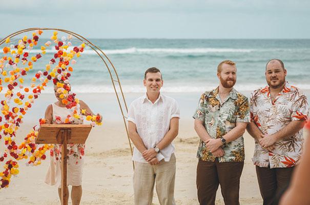 stradbroke-island-teeki-style-beach-coastal-barefoot-bride-wedding7