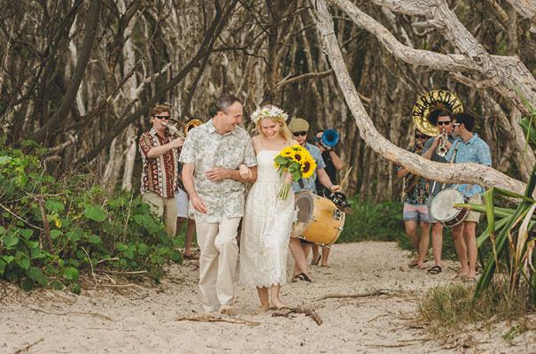 stradbroke-island-teeki-style-beach-coastal-barefoot-bride-wedding8