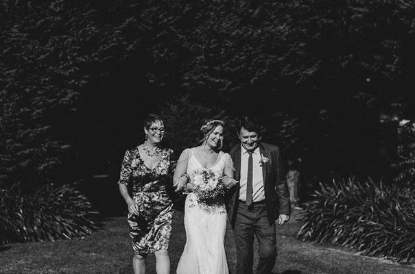 country-wedding-backyard-farm-scott-surplice8