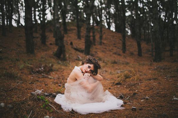 dark-woodland-forest-wedding-styling-inspiration