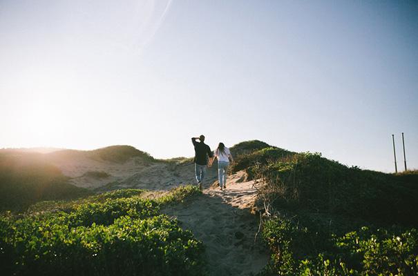 golden-hour-sunset-white-tshirt-jeans-converse-beach-engagement