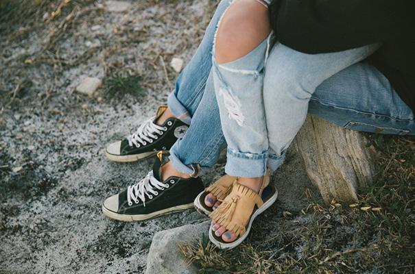 golden-hour-sunset-white-tshirt-jeans-converse-beach-engagement4