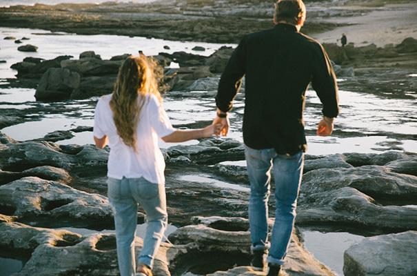 golden-hour-sunset-white-tshirt-jeans-converse-beach-engagement9