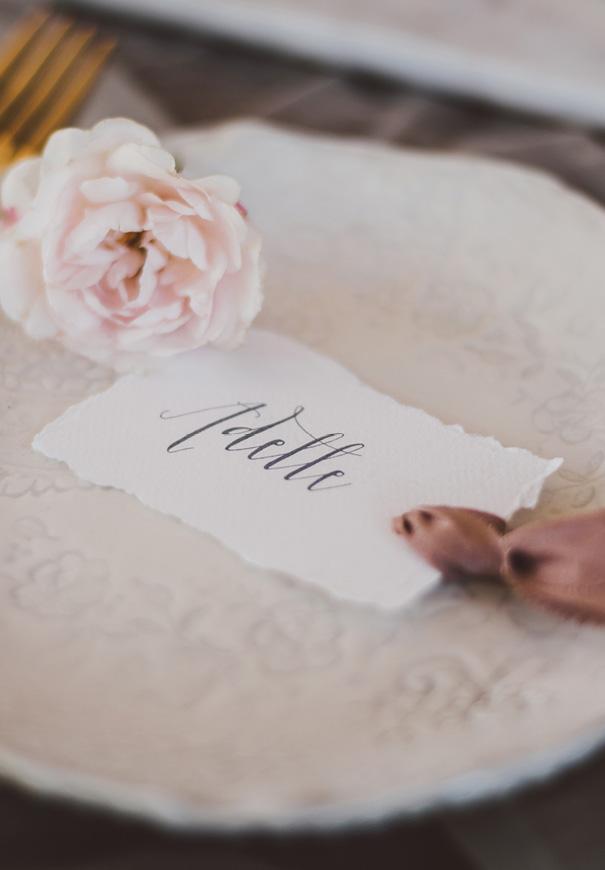 inspiration-peonies-green-wedding-dress-wedding-mud-cake20