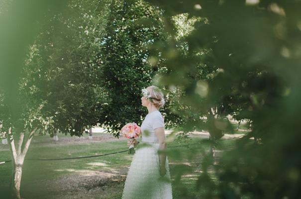 backyard-wedding-inspiration-flower-crown18